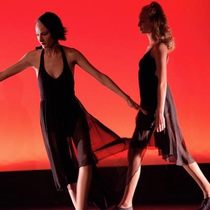 Danse jazz noir rouge
